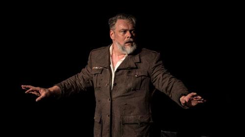 Torsten Münchow als Hemingway in TOD EINES JÄGERS von Rolf Hochhuth - Teatr Wybrzeze / Danzig 2016